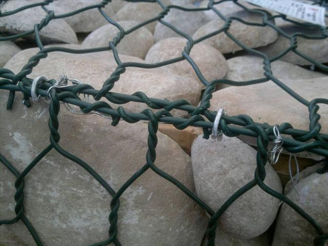 满州里矽胶涂塑石笼网